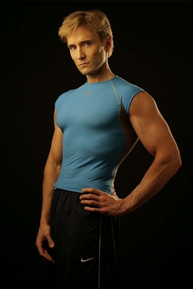 John Basedow, TV health and fitness personality, says steam showers help his workouts.