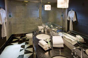 Bathroom Design Inspiration with BlogTour LA, California Style