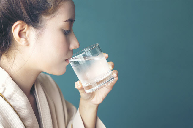 The dry heat of the sauna can lead to dehydration. So be sure to drink plenty of water before and after using a sauna.