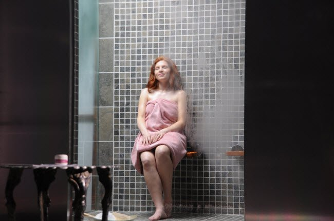 Both steam showers and saunas help ease muscle tension and relieve stress at the end of a chaotic day.