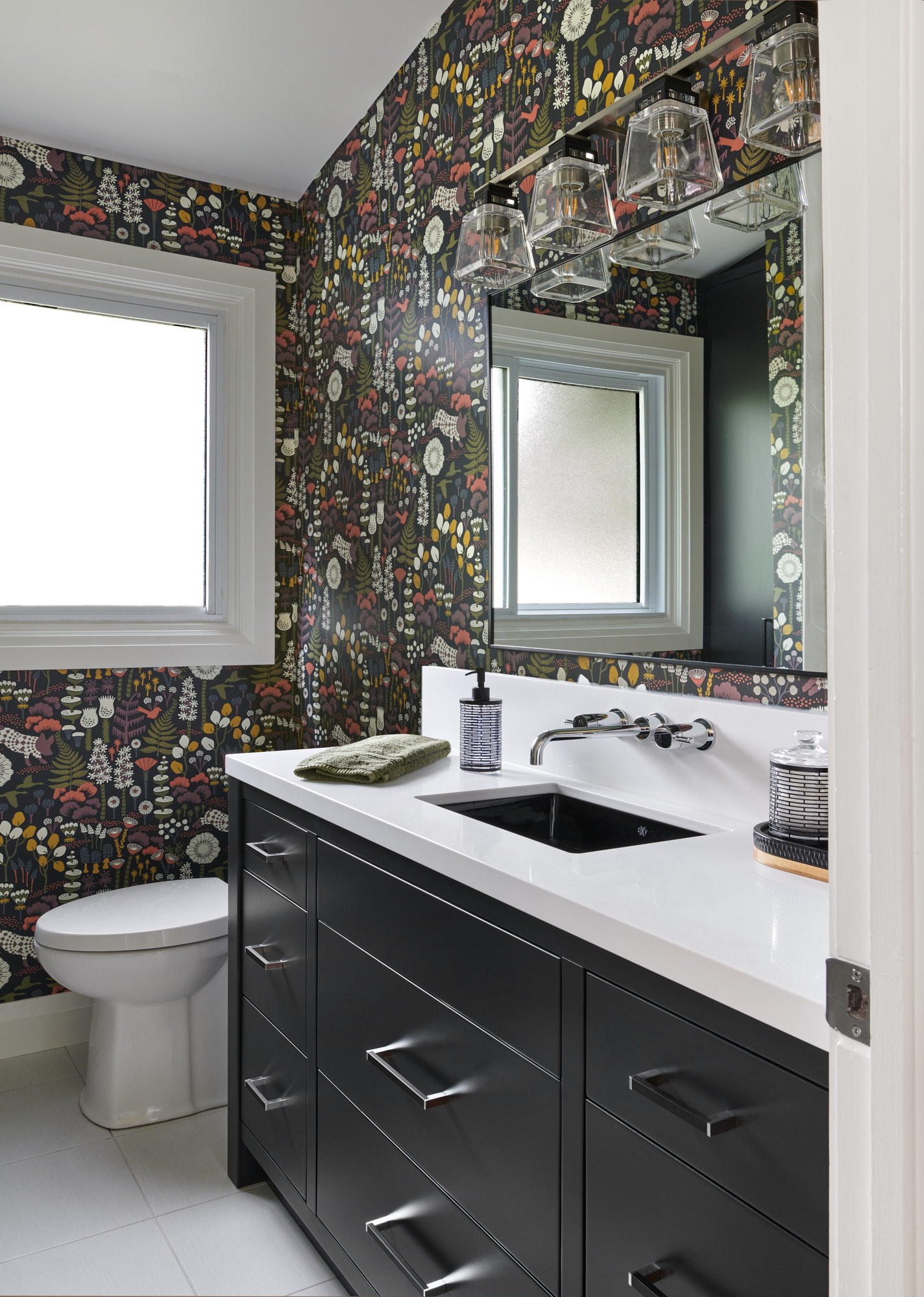Copy of Bold_Bathroom_renovation_with_colorful_wallpaper