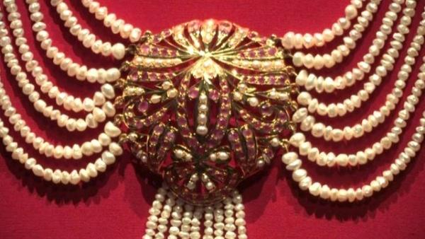 Pearls Victoria and Albert museum