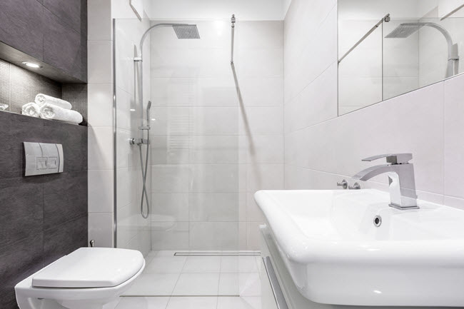 Tiny bathroom mrsteam s tips to maximize a small space - Maximize space in small bathroom ...